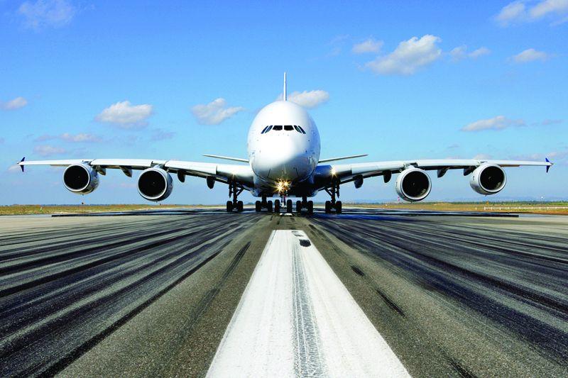 Airbus A380-800-as. A világ jelenleg legnagyobb utasszállító repülőgépe. (Fotó: Airbus)   © AIRportal.hu