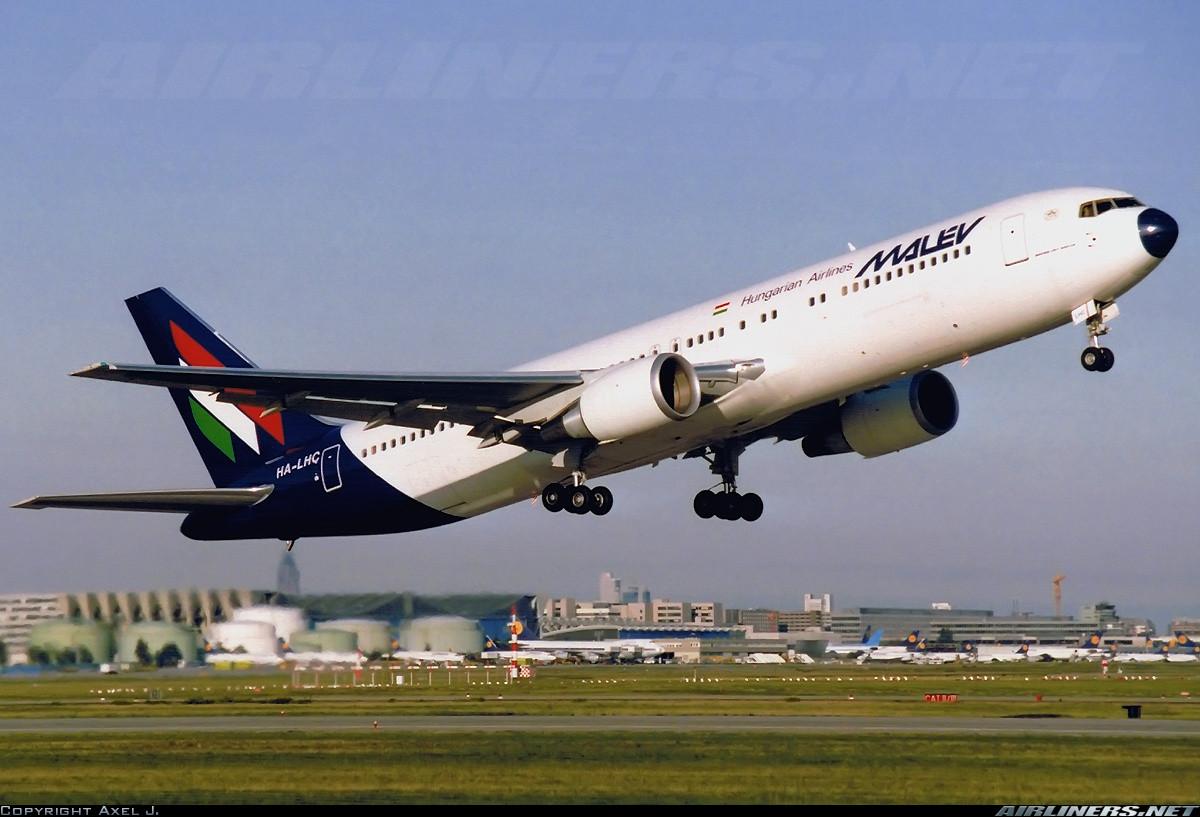 A Malév HA-LHC lajstromú Boeing 767-375(ER) típusú repülőgépe 1992 májusában Frankfurtban. (Fotó: Axel J. - Airliners.net / A Szerző engedélyével.) | © AIRportal.hu
