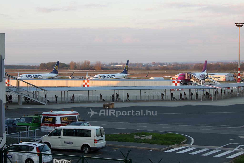 Ryanair és Wizz Air: az utasok be- és kiszállítása tekintetében is egy platformra kerültek. | © AIRportal.hu