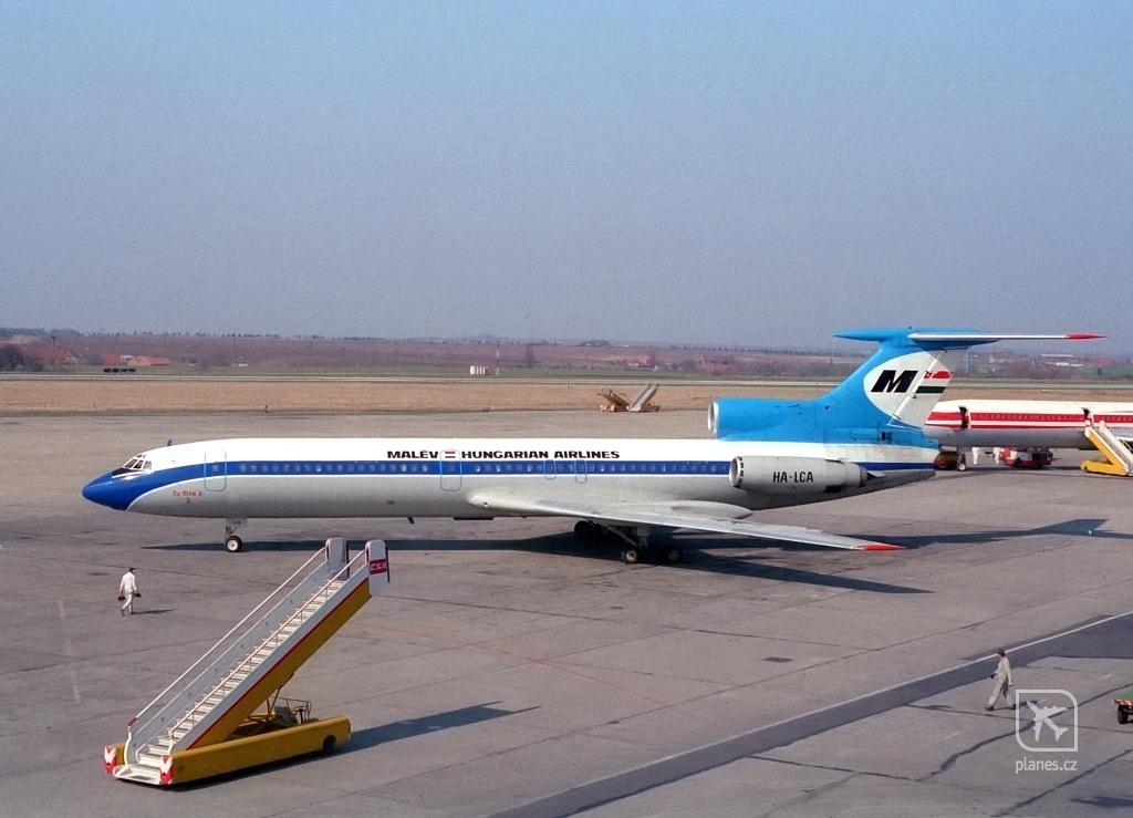 HA-LCA Prágában 1988-ban. (Fotó: Petr Popelar - planes.cz) | © AIRportal.hu