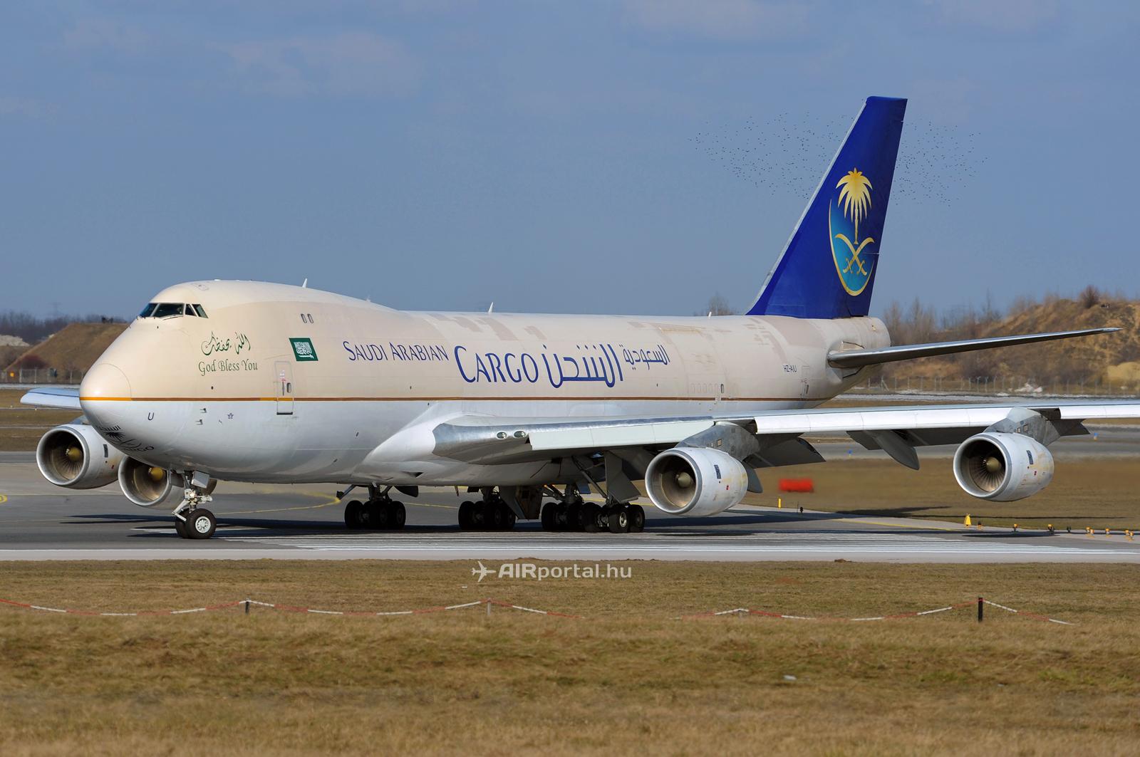A most nyugdíjazott HZ-AIU lajstromú Boeing 747-200F teherszállító repülőgép a bécsi Schwechat repülőtéren. (Fotó: Kovács Gábor - AIRportal.hu)   © AIRportal.hu