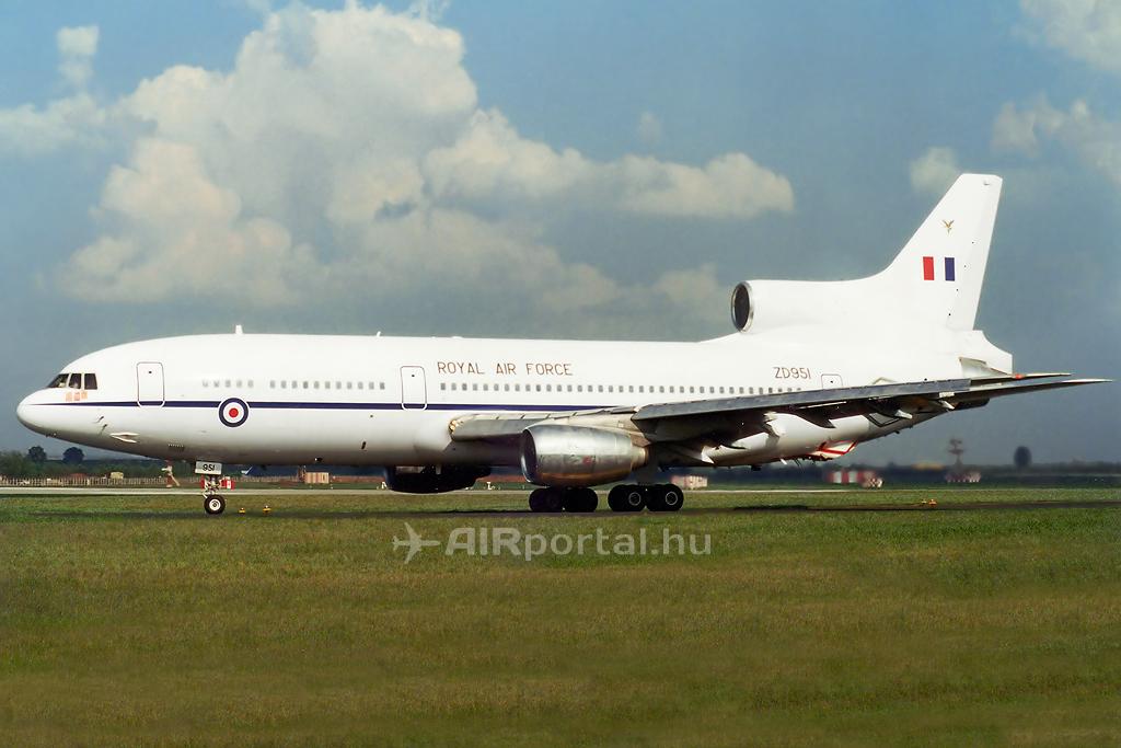 A RAF klasszikus fehér festésű Tristar gépe 2000-ben Budapesten. (Fotó: Mészáros Balázs - AIRportal.hu)   © AIRportal.hu
