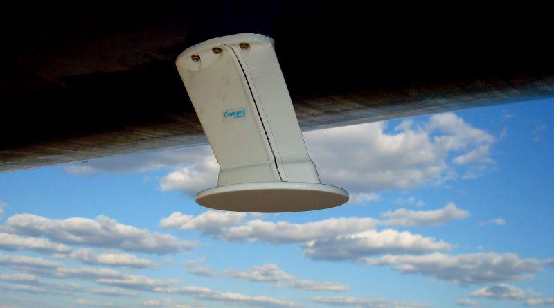 A gépre szerelt antenna segítségével kommunikál a földi adó-vevő tornyokkal a rendszer. (Fotó: Gogo) | © AIRportal.hu