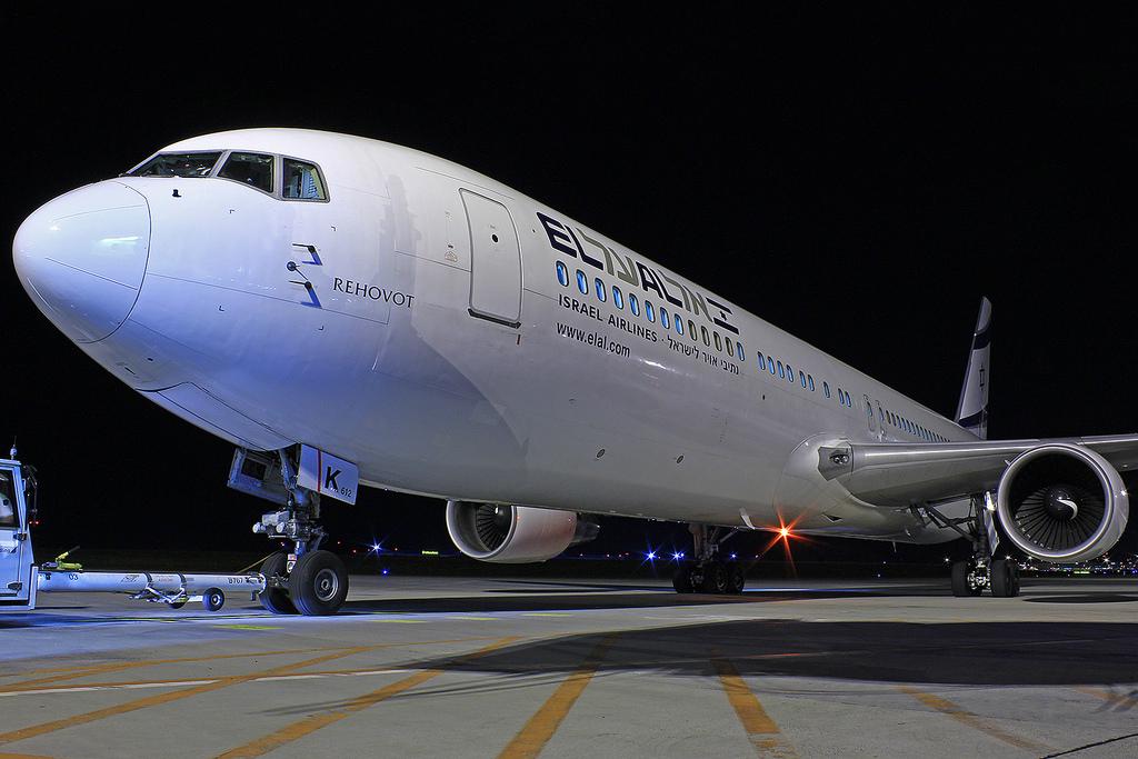 Az El Al egyik Boeing 767-300ER típusú repülőgépe Ferihegyen.  (Fotó: Rimóczi Roland - AIRportal.hu) | © AIRportal.hu