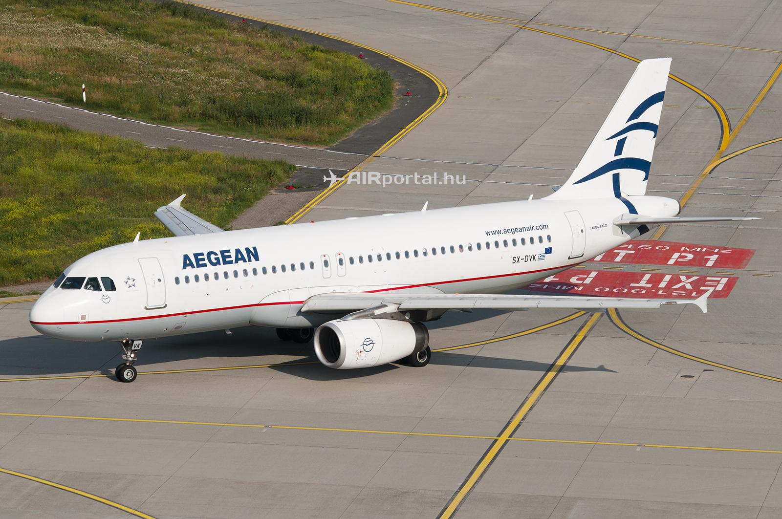 Az Aegean Airlines Airbus A320 típusú repülőgépe a Liszt Ferenc repülőtéren. (Fotó: AIRportal.hu)   © AIRportal.hu
