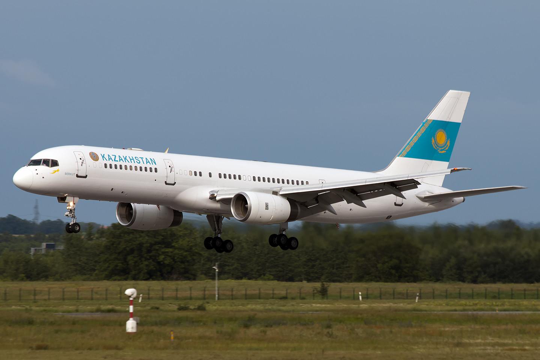 A Kazah delegáció repülőgépe Ferihegyen. (Fotó: Chabada György)   © AIRportal.hu