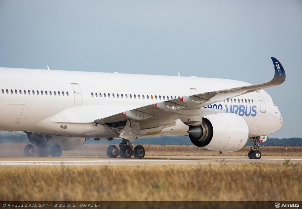 Az eddigi egyetlen hivatalos fotó az Airbus A350-900XWB istresi megszakított felszállás vizsgájáról. (Fotó: Airbus) | © AIRportal.hu