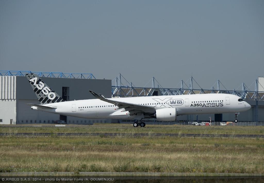 Az MSN5 a június 20-i szűzfelszálláskor, még kiegészítő matrica nélkül. (Fotó: Airbus) | © AIRportal.hu