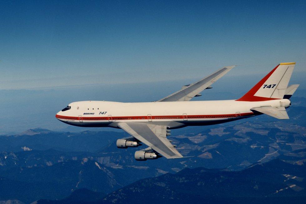 A legelső Jumbo a levegőben, egy tesztrepülése során. (Fotó: Boeing Company)   © AIRportal.hu