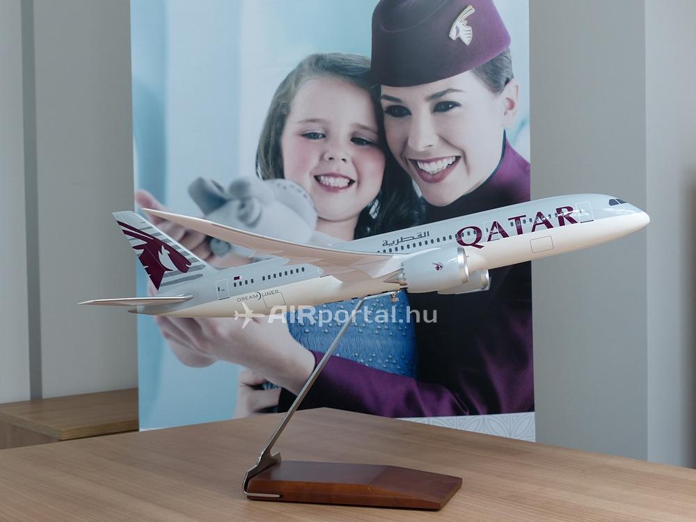 Qatar Airways Boeing 787-8 Budapesten, egyelőre csak méretarányos kivitelben a képviseleten. Nincs hír típusváltásról. (Fotó: Csemniczky Kristóf - AIRportal.hu) | © AIRportal.hu
