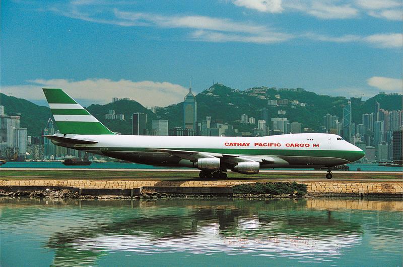 A cargo-flotta régebben is igyekezett kamatoztatni a 747-es előnyeit. (Fotó: Cathay Pacific) | © AIRportal.hu