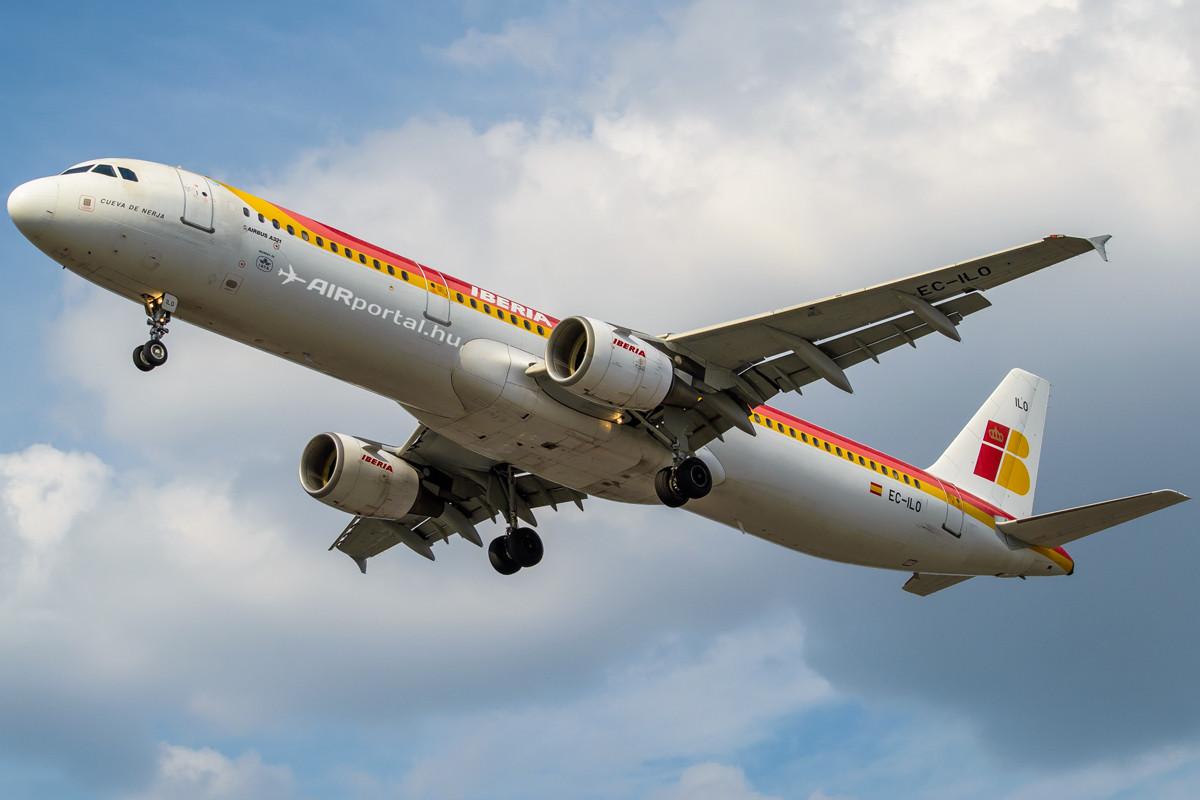 Az Iberia egyik Airbus A321-212-es gépe leszállás közben. (Fotó: Borókai Máté - AIRportal.hu)   © AIRportal.hu