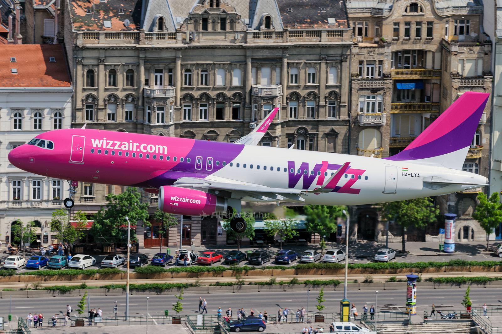 A Wizz Air HA-LYA lajstromú Airbus A320 típusú repülőgépe Budapest felett. (Fotó: Kovács Gábor - AIRportal.hu)   © AIRportal.hu