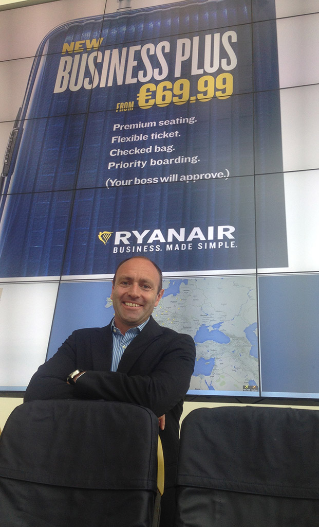 Kenny Jacobs, a Ryanair marketingért felelős vezérigazgató-helyettese bejelenti az új Business Plus szolgáltatást. (Fotó: Ryanair) | © AIRportal.hu