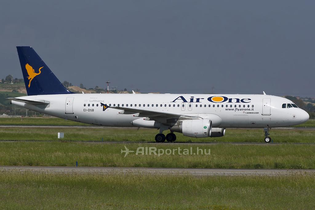 Az Air One Airbus repülőgépe. (Fotó: Mészáros Balázs - AIRportal.hu)   © AIRportal.hu