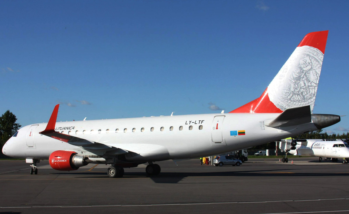 Az Air Lituanica LY-LTF lajstromú ERJ-175LR típusú gépe. (Foró: Air Lituanica Facebook)   © AIRportal.hu