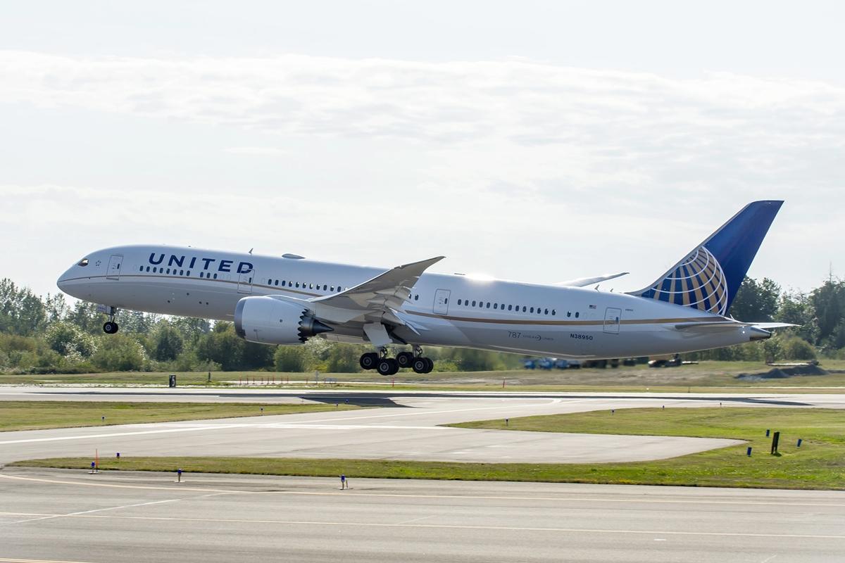 Felszállás közben az első amerikai légitársaságnak átadott Boeing 787-9-es. (Fotó: Boeing Company)   © AIRportal.hu