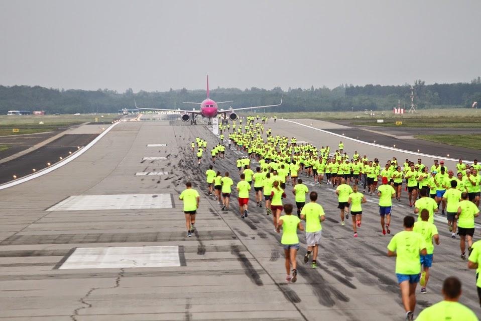 A futópályára idén egy igazi repülőgépet is parkoltak. (Fotó: Budapest Airport) | © AIRportal.hu