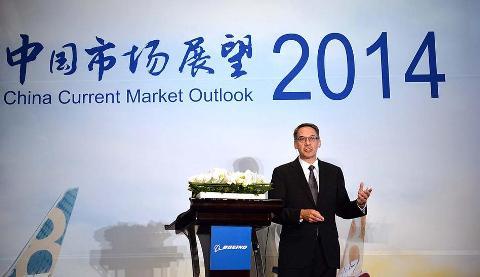 Randy Tinseth Pekingben, előadása közben. (Fotó: Boeing Company)   © AIRportal.hu