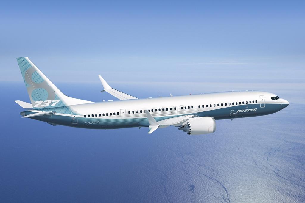 Boeing 737 MAX 200 gyári színekben. A szárny mögé és a hátsó ajtó közé kerülnek a plusz vészkijáratok. (Fotó: Boeing Company) | © AIRportal.hu