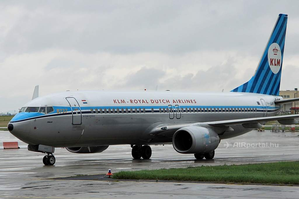 A KLM retro festésű Boeing 737-800NG gépe PH-BXA lajstrommal. (Fotó: Csemniczky Kristóf - AIRportal.hu) | © AIRportal.hu