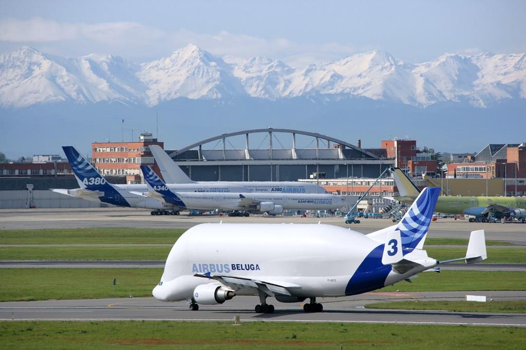 A Beluga és háttérben a többi, hagyományos Airbus típus. (Fotó: Airbus)   © AIRportal.hu