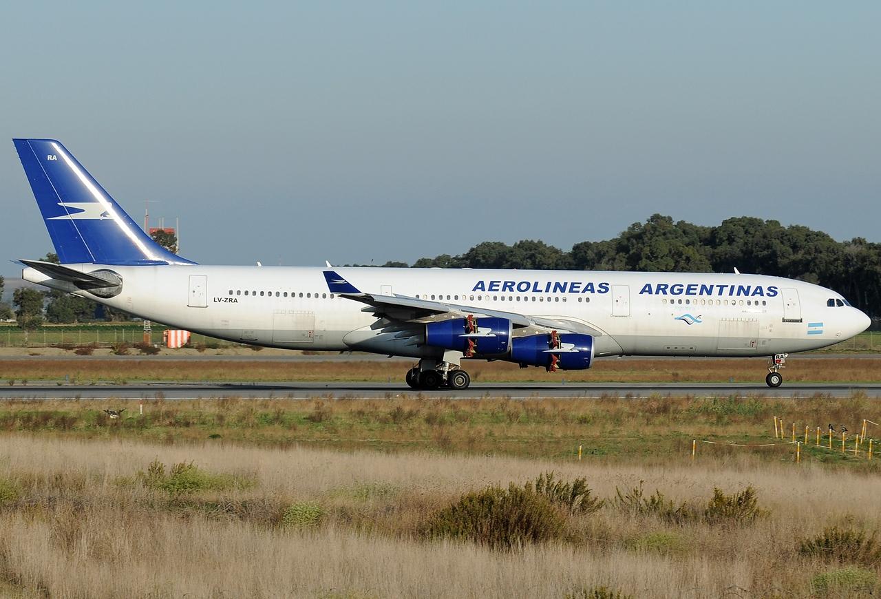 Aztán ezzel folytatódott. Az A340-200-asokra a legújabb, 2010-ben meghirdetett arculat már nem került fel. (Fotó: Aldo Bidini - Wikimedia) | © AIRportal.hu