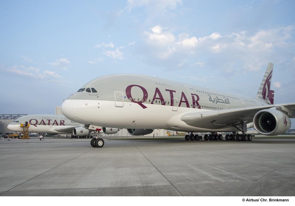 Az első két, átadásra kész Qatar A380-as egymás mellett. (Fotó: Airbus) | © AIRportal.hu