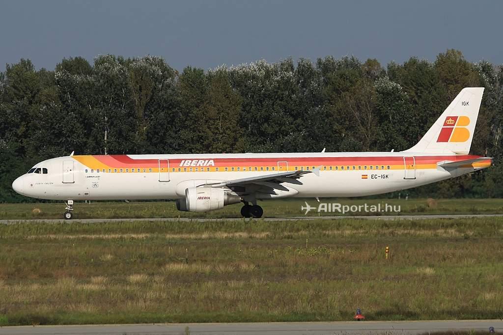 A mai járatot teljesítő Airbus A321-es felszálláshoz készülve. (Fotó: Csemniczky Kristóf - AIRportal.hu) | © AIRportal.hu