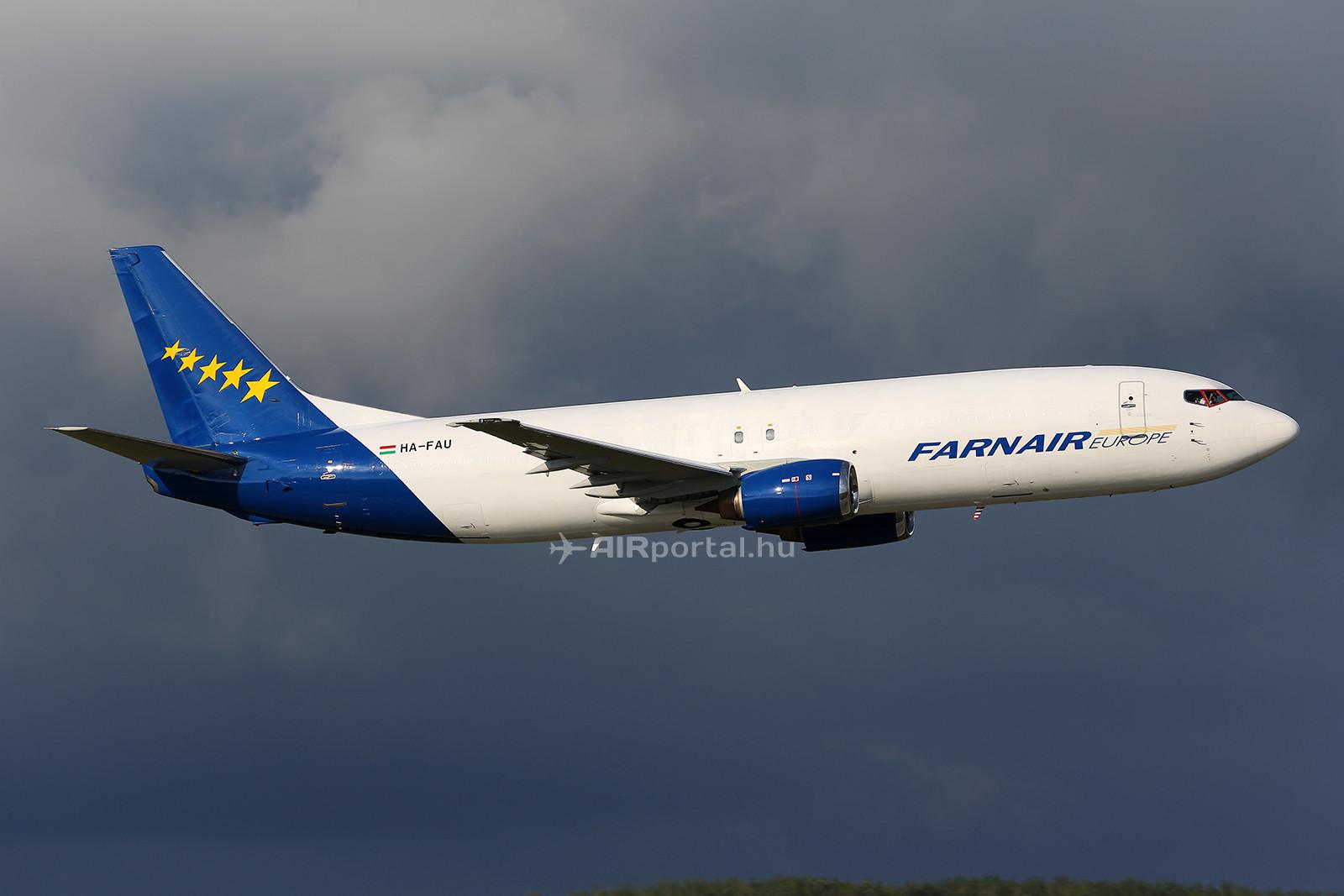A második, HA-FAU lajstromjelű Boeing 737-400-as érkezése. (Fotó: AIRportal.hu) | © AIRportal.hu