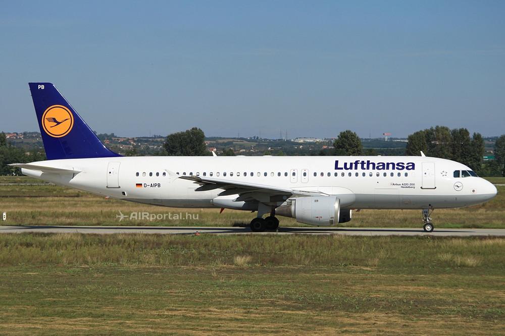 Futópályához guruló Lufthansa Airbus A320-as a budapesti Liszt Ferenc repülőtéren. (Fotó: Csemniczky Kristóf - AIRportal.hu) | © AIRportal.hu