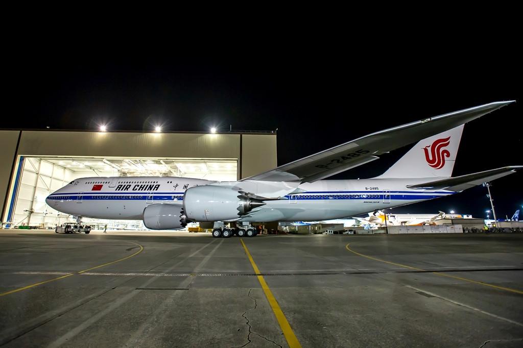 2014 júliusának végén gördült ki a festőhangárból az Air China első 747-8-asa. (Fotó: Boeing Company) | © AIRportal.hu