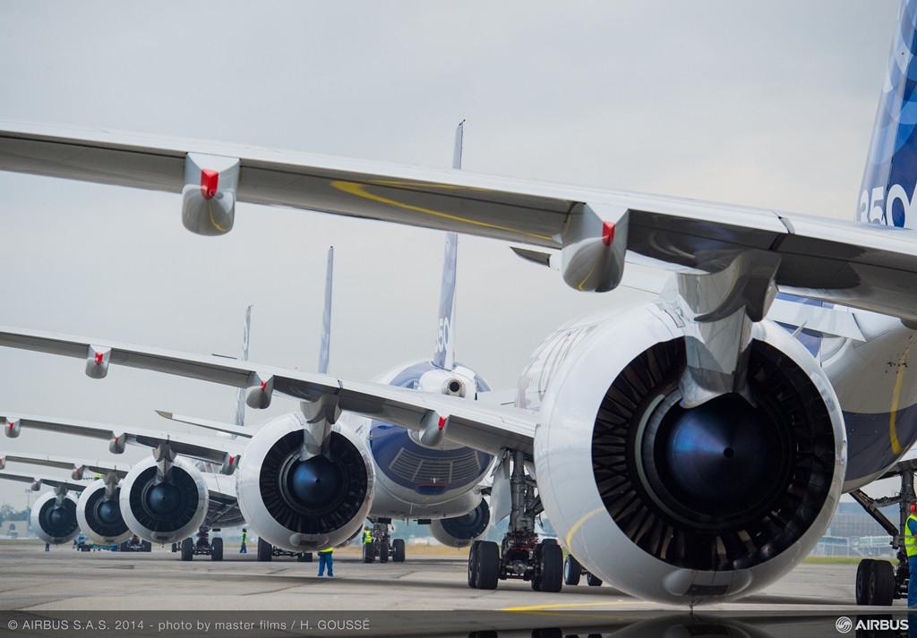 A futópályához guruló A350-esek Rolls-Royce hajtóművei. Egy-egy ilyen Trent XWB erőforrás 3 méter átmérőjű. (Fotó: Airbus) | © AIRportal.hu
