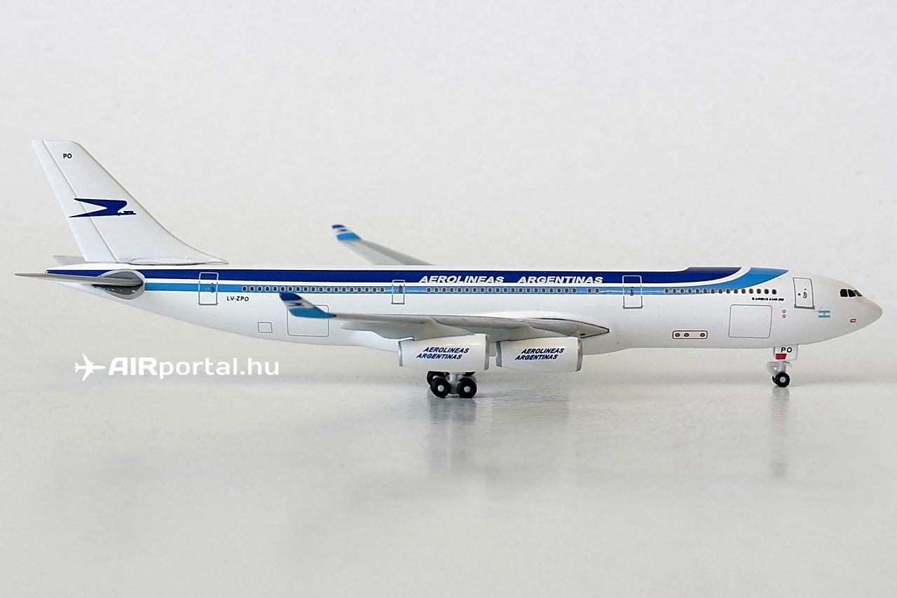 A Herpa Wings 1:500 sorozatban eddig összesen négy Aerolíneas Argentinas modell jelent meg. Legelőször a De Havilland Comet IV, majd az Airbus A340-300 és A330-200 is elérhetővé vált. Ezek azonban mind a szélesebb körben elérhető szórásban. Wings Club modell egyedül az A340-200-as van ez idáig. | © AIRportal.hu