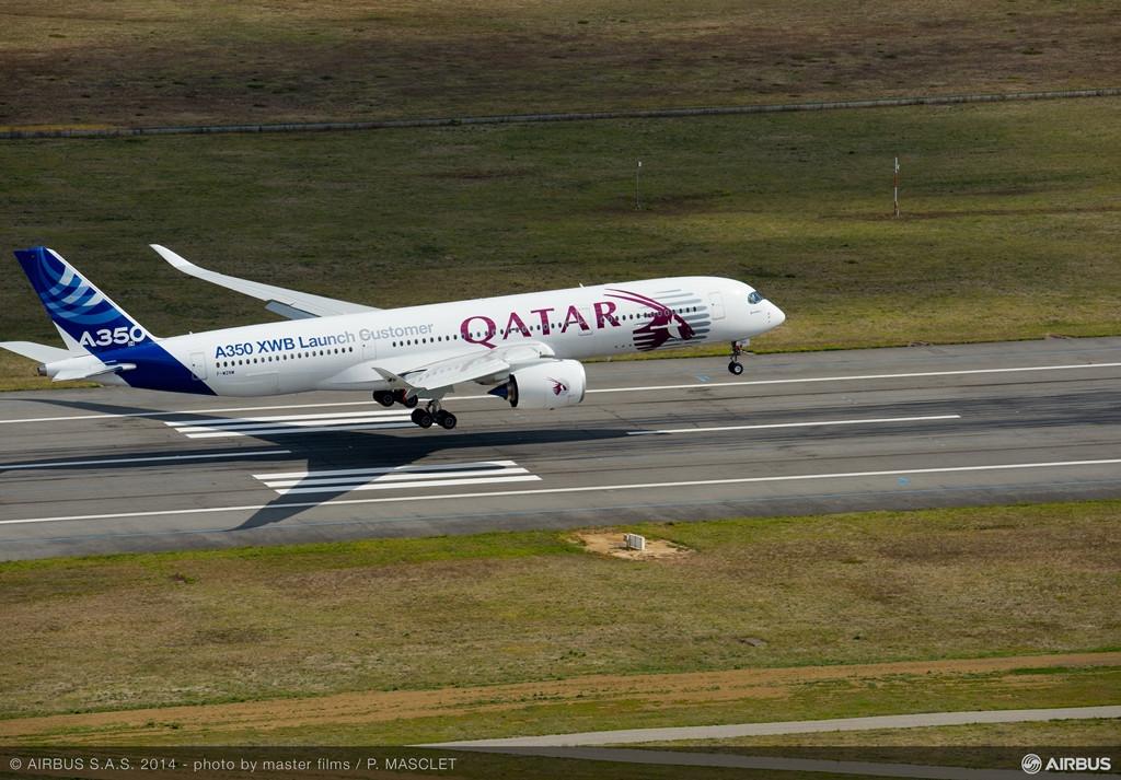 A Qatar-emblémás prototípus, az MSN4-es landolás közben. (Fotó: Airbus) | © AIRportal.hu