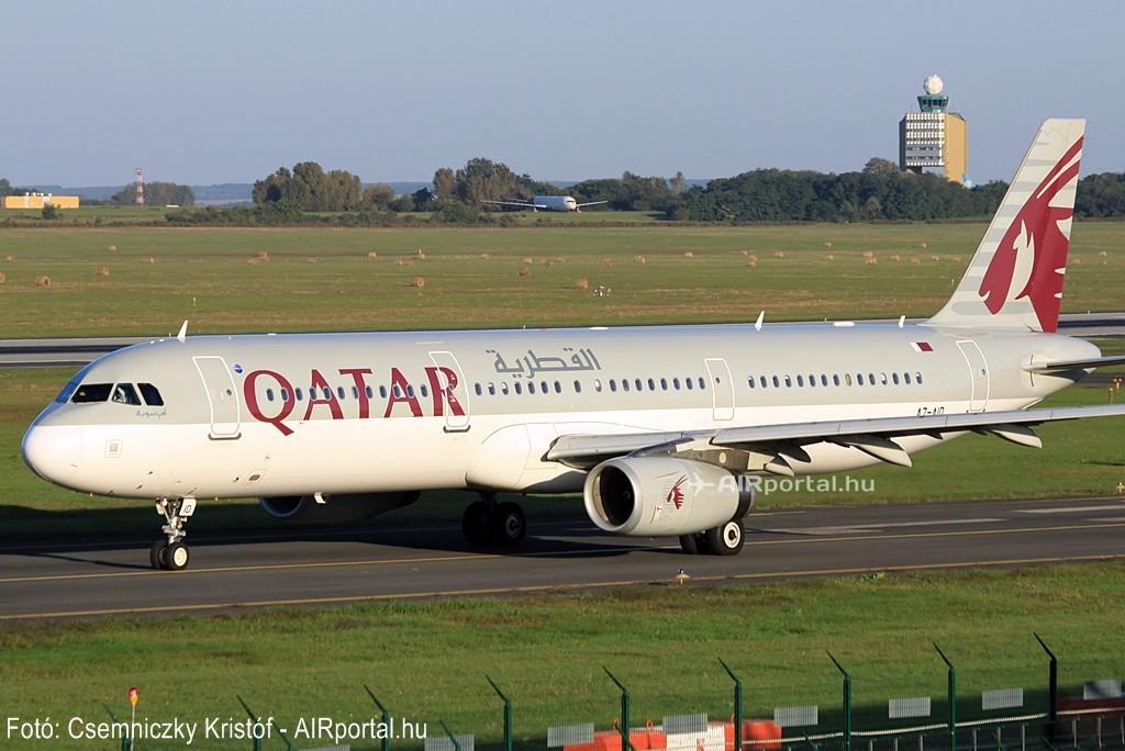 A Qatar Airways flottájában összesen 9 darab A321-es teljesít szolgálatot. Itt éppen az A7-AID lajstromú gurul a futópályához a budapesti Liszt Ferenc repülőtéren. (Fotó: Csemniczky Kristóf - AIRportal.hu) | © AIRportal.hu