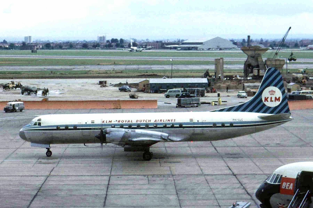 Lockheed Electra Londonban 1963-ban. A típus annak idején közlekedett Ferihegyre is. (Fotó: Ken Fielding - Wikimedia) | © AIRportal.hu