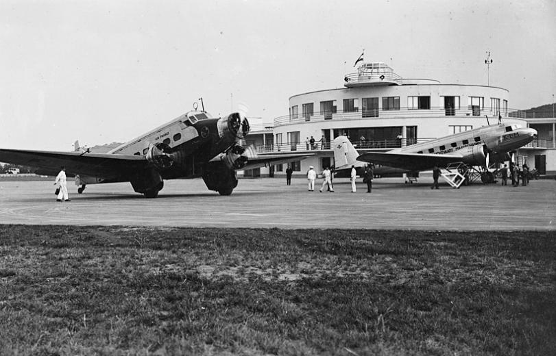 A KLM egyik DC-2-ese a budaörsi repülőtéren 1940-ben. (Fotó: Erky-Nagy Tibor - Fortepan) | © AIRportal.hu
