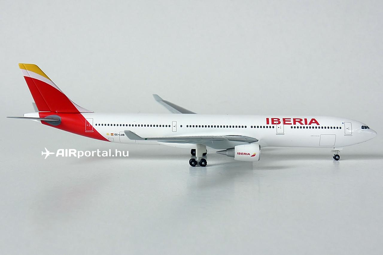 Az EC-LUB lajstromú volt az első Airbus A330-as az Iberia flottatörténetében. A gép újonnan, közvetlen a gyártótól 2013. február 15-én érkezett meg Madridba, a Barajas nemzetközi repülőtérre. Azonban nem az új arculat szerinti festésmintával, hanem a jól ismert, az 1970-es évek óta használatban lévő klasszikus színekben, pedig ekkor már tudni lehetett, az Iberia váltani szeretne, méghozzá a szándékuk szerint a flotta legújabb típusán, az A330-ason bemutatva a frissített arculatot, de a társaság nehéz anyagi helyzete miatt végül a halasztás mellett döntöttek.   © AIRportal.hu