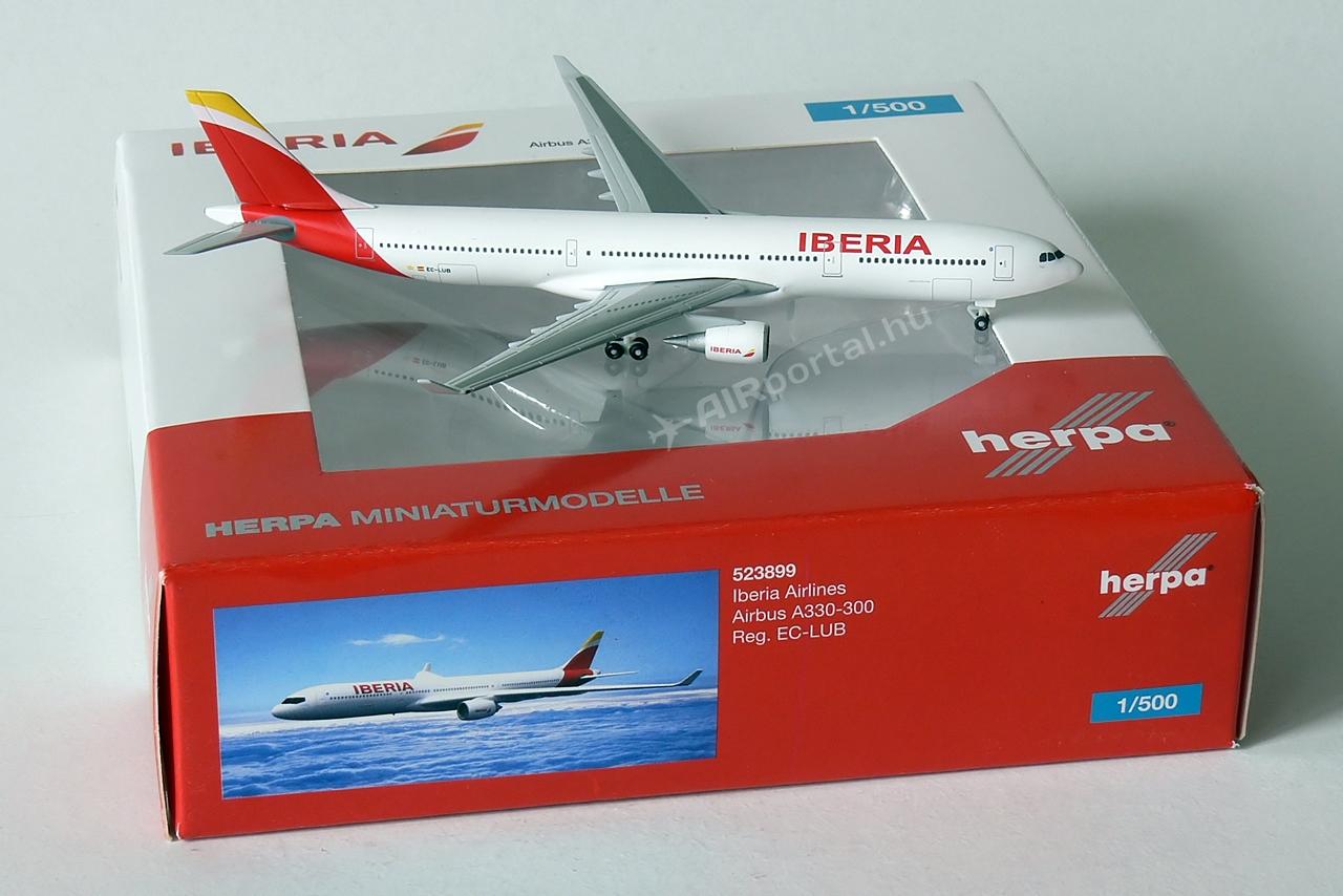 A Herpának az idei, 2014/03-04 Wings katalógusában került kihirdetésre, hogy 1:500 méretarányban megjelenik a spanyol légitársaság új arculatát viselő Airbus A330-300-as típusának fém modellje.   © AIRportal.hu