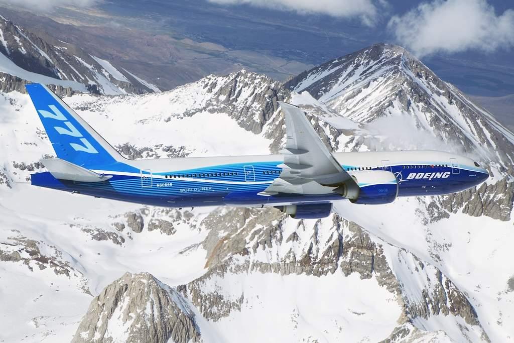 A legnagyobb hatótávú utasszállító típus változatlanul a Boeing 777-200LR Worldliner, amely gond nélkül képes lerepülni egy Chicago - Sydney, vagy éppen Perth - London távot is leszállás nélkül. (Fotó: Boeing Company) | © AIRportal.hu
