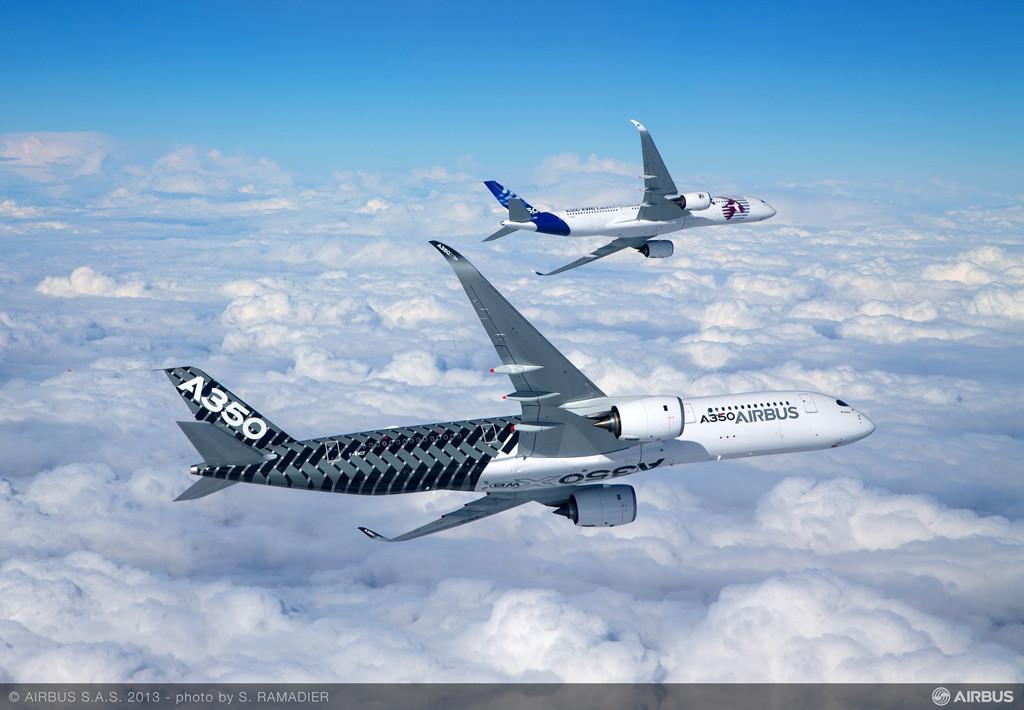 Repülés közben két A350-900XWB prototípus. (Fotó: Airbus) | © AIRportal.hu