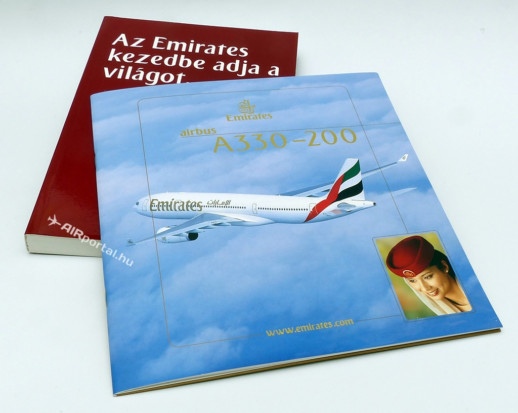 Emirates A330-200 katalógus és magyar nyelvű világatlasz a 2000-es évek közepéről. (Fotó: Csemniczky Kristóf - AIRportal.hu) | © AIRportal.hu