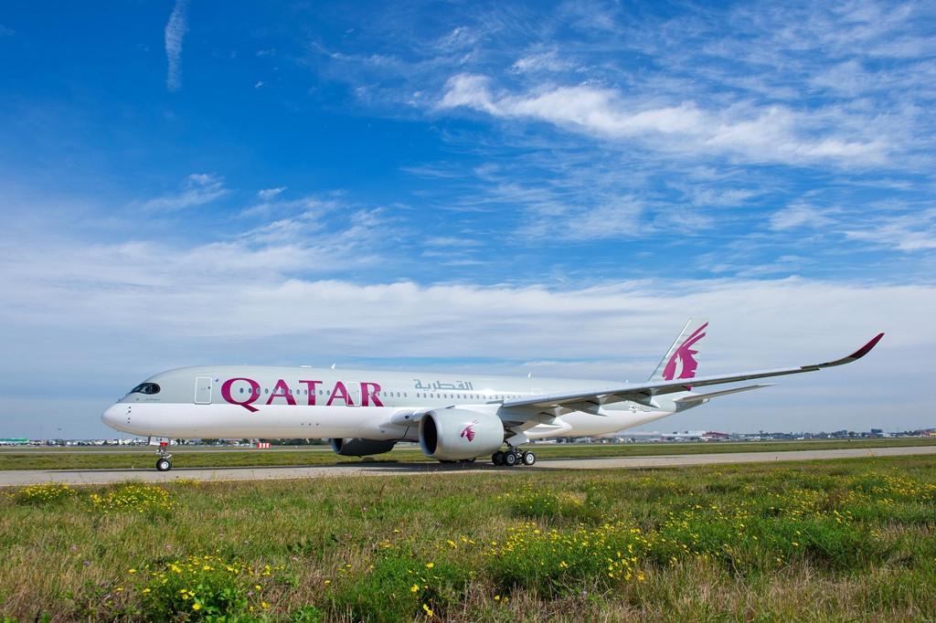 A Qatar Airways összesen 80 darab A350XWB gépet rendelt magának. A képen látható elsőt várhatóan december elején veszik át. (Fotó: Airbus) | © AIRportal.hu