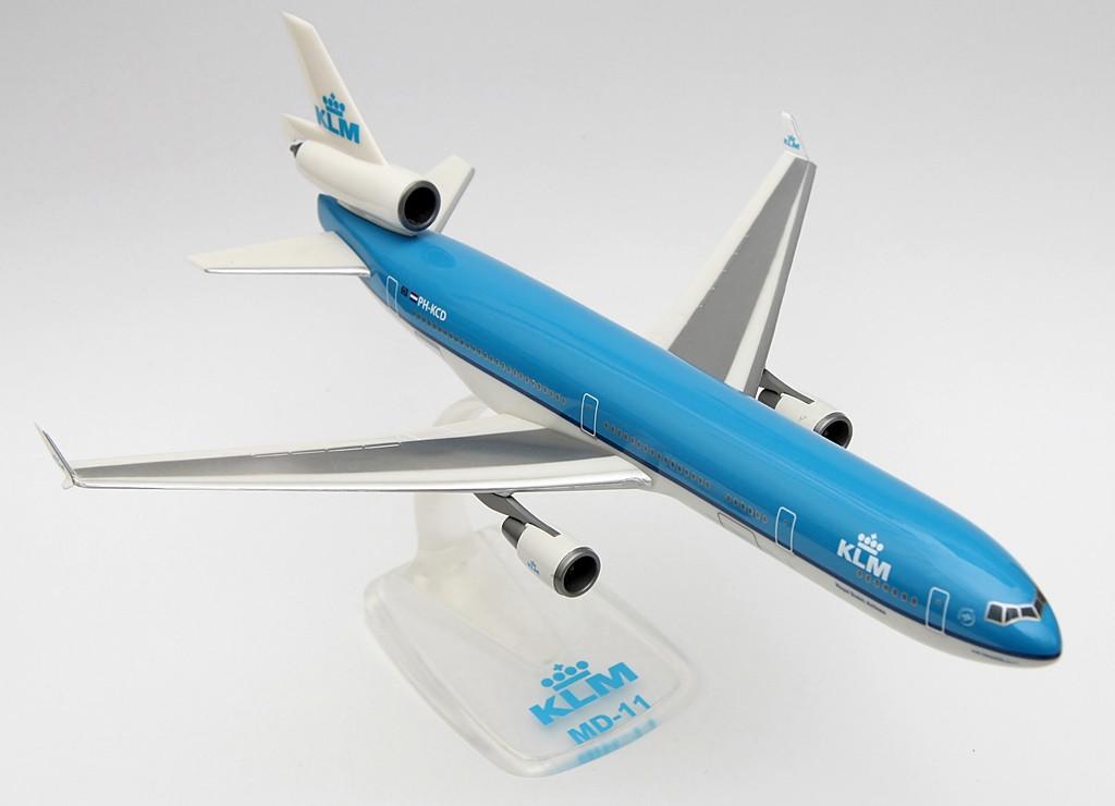 A KLM az utolsó légitársaság, amely menetrendszerű utasszállító forgalomban üzemelteti a McDonnell Douglas MD-11-est. A flotta története során összesen 10 géppel rendelkezett. A típus kivonását költséghatékonysági okokból 2012 júliusában kezdték meg. Elsőként az Anna Pavlova, híres prímabalerina nevére keresztelt, PH-KCH lajstromú MD-11-es távozott. Utolsó kereskedelmi járatát Delhi és Amszterdam között repülte 2012. július 2-án. Utána az Amerikai Egyesült Államokba, Victorville-be repülték ki, ahol szétbontották. | © AIRportal.hu