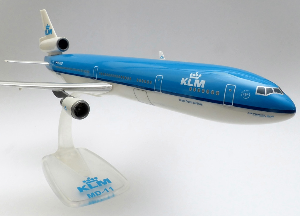 A McDonnell Douglas 1986-ban indította útjára az MD-11-es programját, amelynek a domináns Boeing és az egyre erősödő Airbus diktálta versenyben kellett helytállnia. A prototípus építése 1988 márciusában vette kezdetét, amely az eredeti tervek szerint egy évvel később már is fel is szállt volna, de a szűzrepülésre a gyártásban keletkezett késedelmek miatt végül csak 1990. január 10-én került sor. | © AIRportal.hu