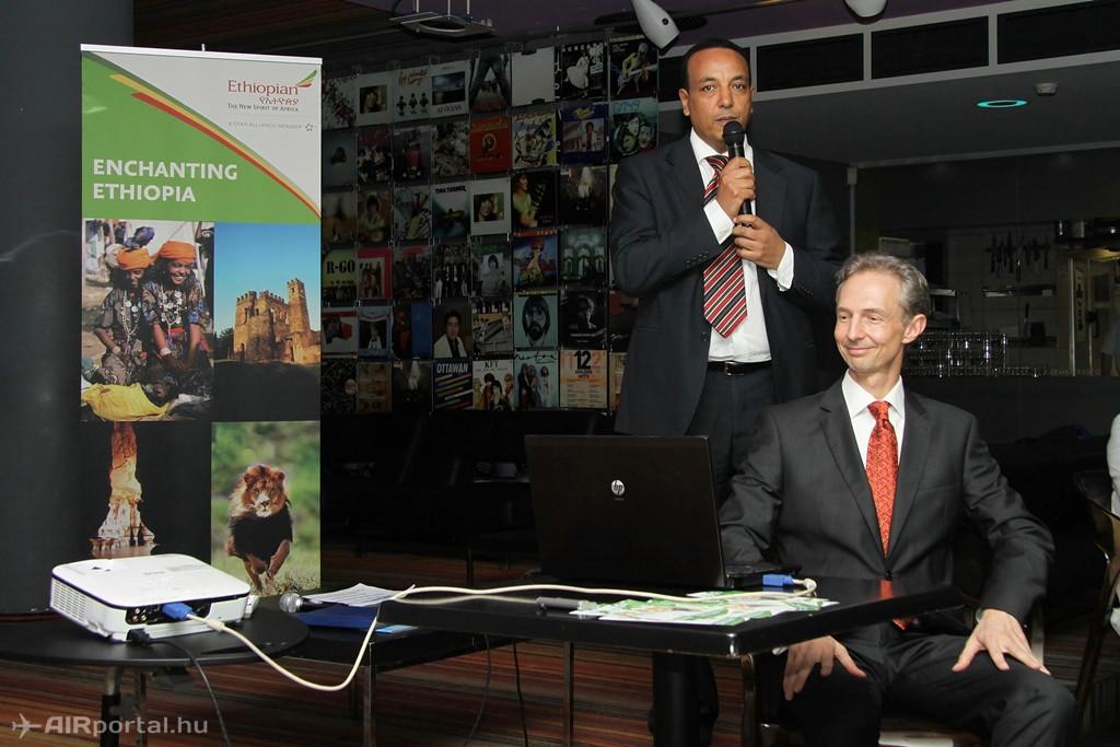 Solomon Mekonnen, az Ethiopian Airlines közép-európai térségért felelős igazgatója és Tóth Attila, az Aviareps Magyarország Kft. vezetője a budapesti NU Bistro étteremben.(Fotó: Csemniczky Kristóf - AIRportal.hu) | © AIRportal.hu