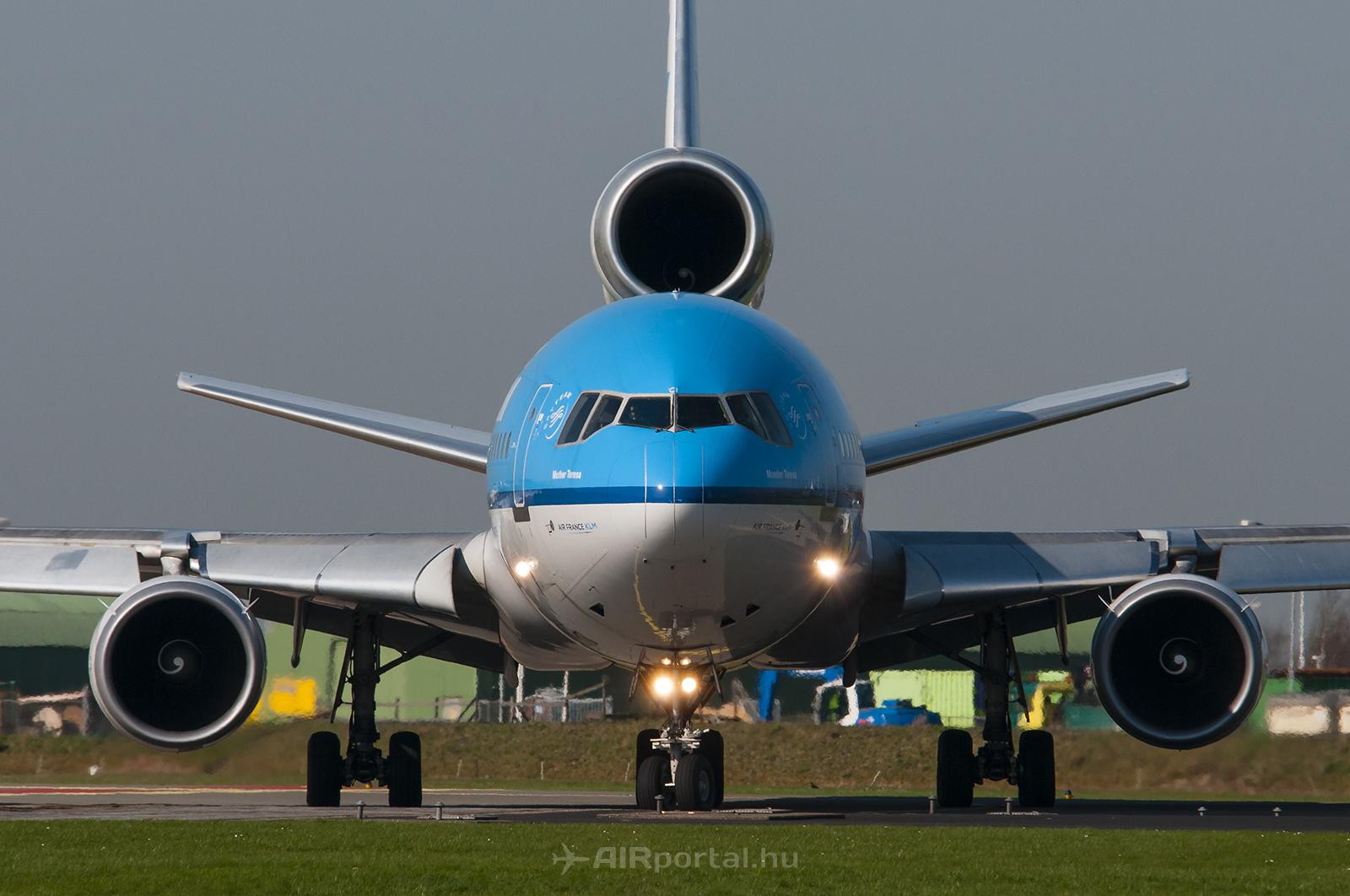 A holland gépeket három darab General Electric CF6-80 hajtóművel szerelték fel. A Teréz anyáról elnevezett PH-KCI-t már teljesen szétbontották. (Fotó: Bodorics Tamás - AIRportal.hu) | © AIRportal.hu