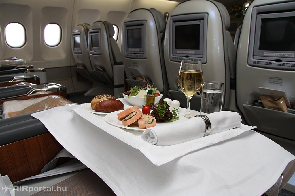 A két-osztályos A330-as Business osztályán összesen 27 utasnak van férőhely a tágas kabinban, amely 2-3-2 üléselrendezés szerinti. (Fotó: Csemniczky Kristóf - AIRportal.hu) | © AIRportal.hu