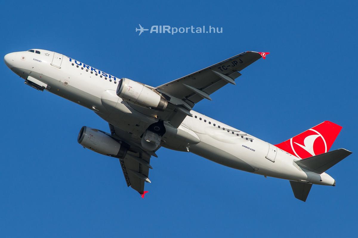 A Turkish Airlines Airbus A320-232-es típusú repülőgépe felszállás közben. (Fotó: Borókai Máté - AIRportal.hu) | © AIRportal.hu